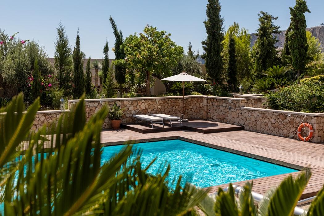 Backyard Swimming Pool Oasis